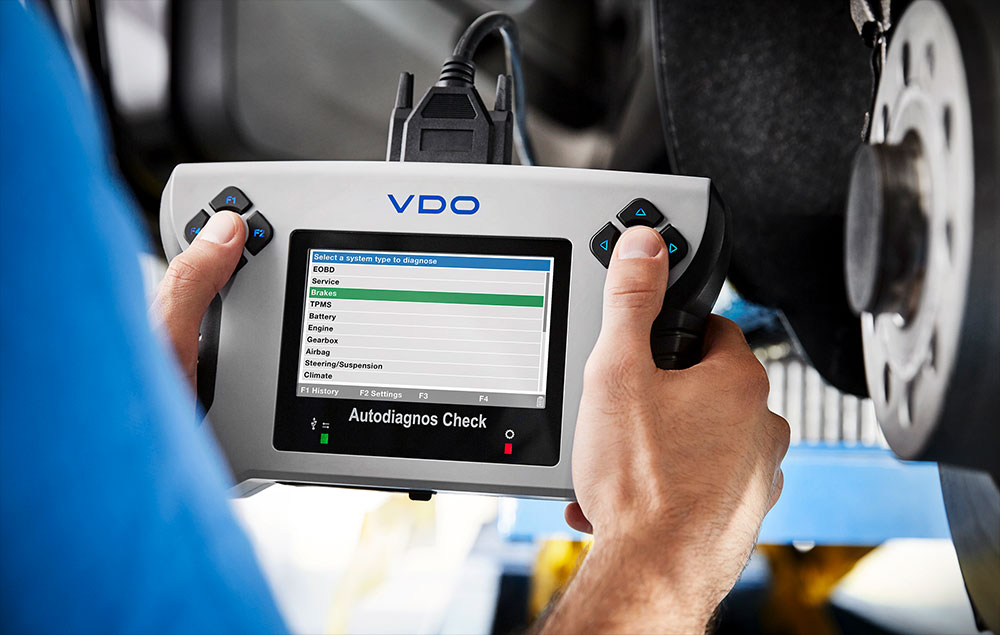 The new VDO Autodiagnos Check service unit is easy to use and covers all major service applications, making it suitable for any workshop concept.