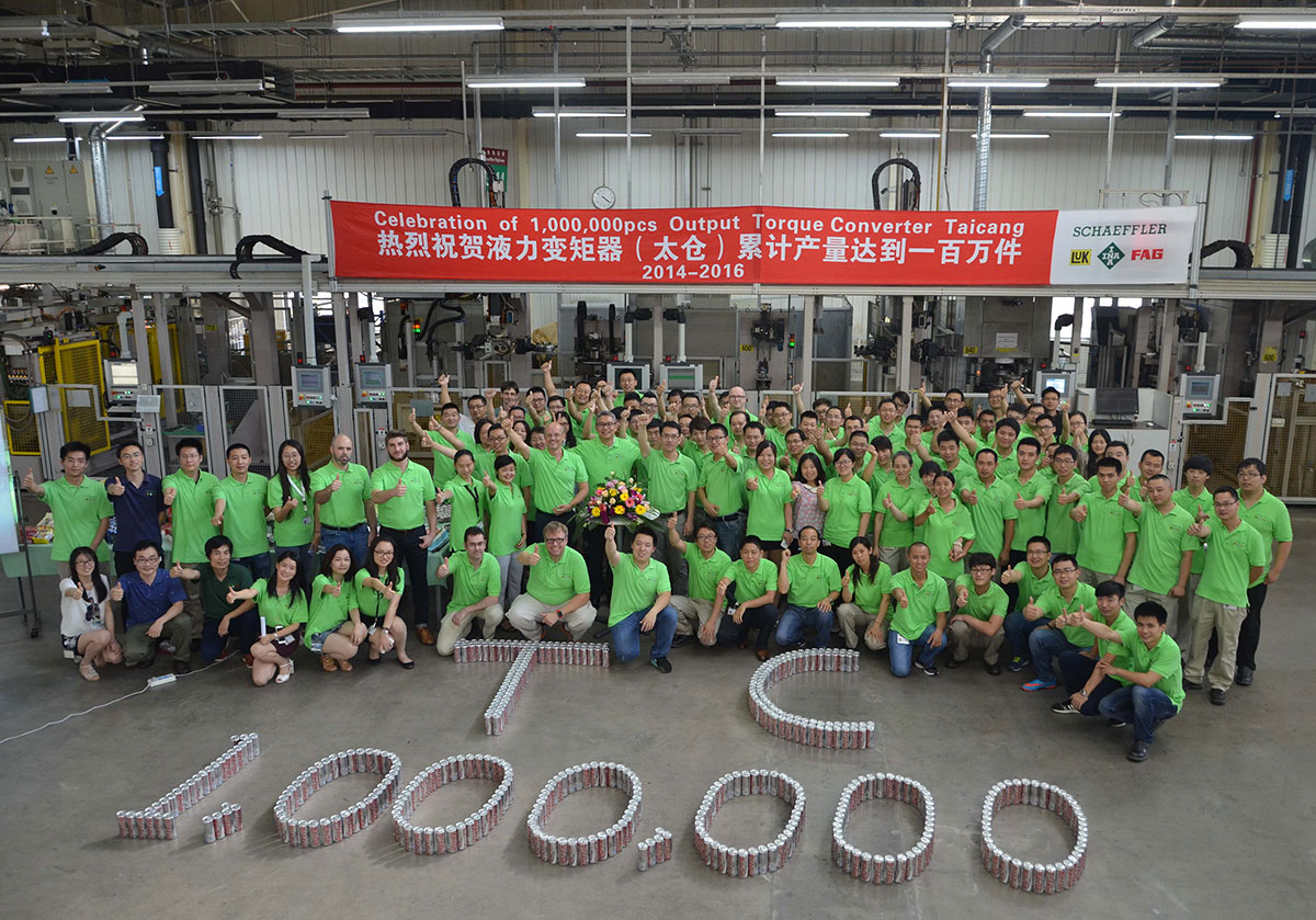 Employees at Schaeffler's plant in Taicang (China) celebrate the production of the one-millionth converter.
